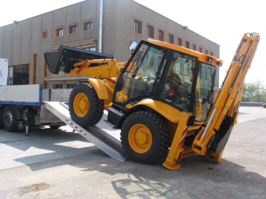 Digger loading ramps