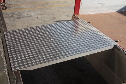 Aluminium loading bridge anti-slip surface