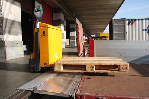 Hinged tailboard loading a pallet truck