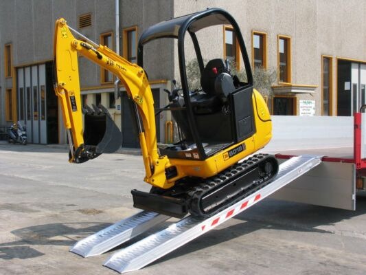 Mini digger loading ramps