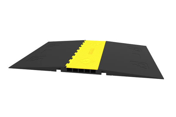 Side of heavy duty DDA cable protector ramp
