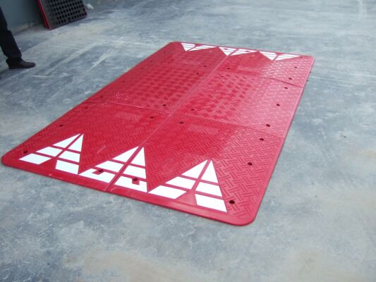 Speed Cushion TRP-SP4 Red  (3000mm x 1800mm x 65mm)