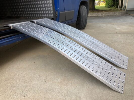 Pair of curved lightweight loading ramps