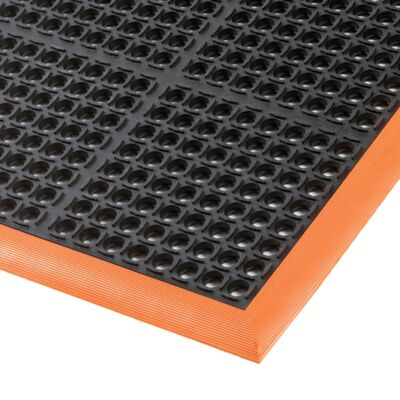 Anti-fatigue mat with bevelled edges