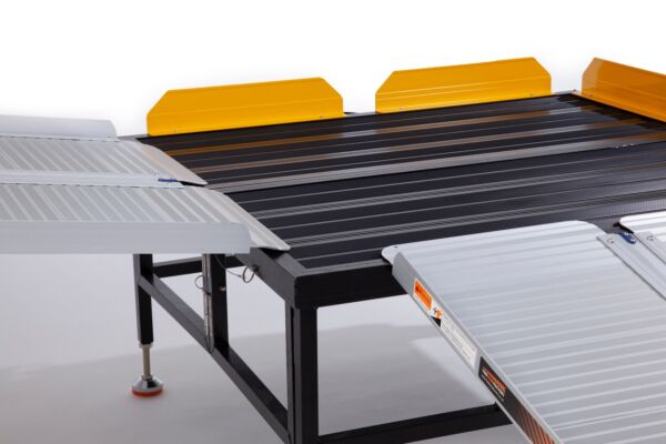 Portable platform with two ramps in an 'L' shape